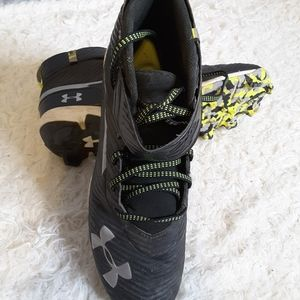Under Armour 3020589-001 Bryce Harper #34 Mid Baseball Cleats Size 8.5 Black